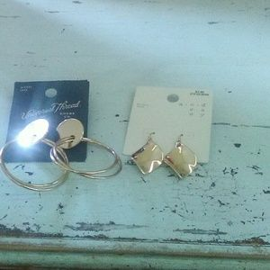 Gold earring set of two